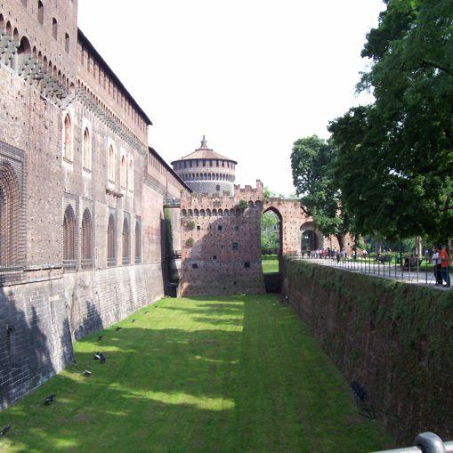 castello_sforzesco_fossato